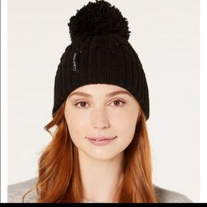 NWT CALVIN KLEIN KNITTED BEANIE WITH POM